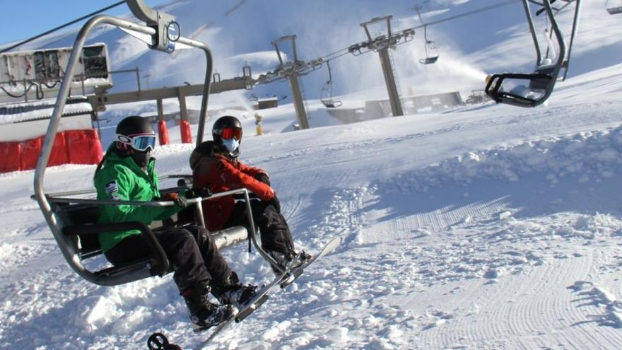 Sierra Nevada abrirá con aforo reducido en pistas y venta exclusiva de forfait online