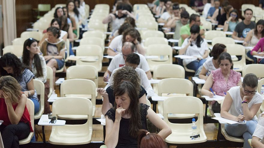 Jubilaciones y destinos provisionales llevan al cambio de colegio a unos 2.000 docentes