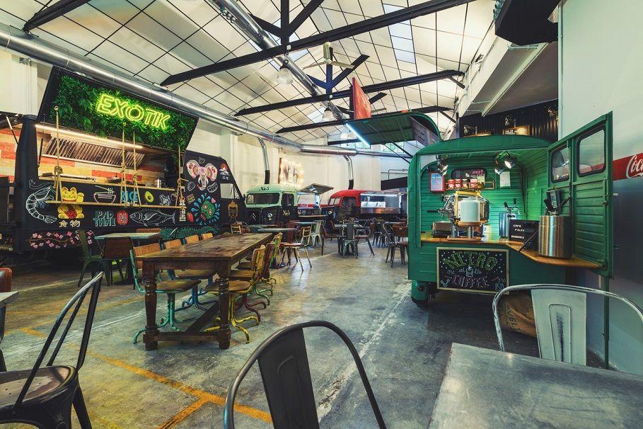 Abre en València El Garaje, un taller de los 60 reconvertido en mercado de foodtrucks