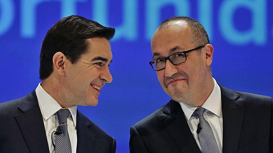 El BBVA gana un  63% menos y prepara un nuevo ajuste de plantilla en España