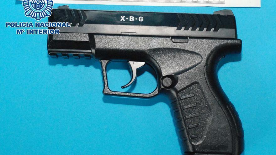 Un encapuchado atraca un estanco a punta de pistola en A Coruña y se lleva 600 euros