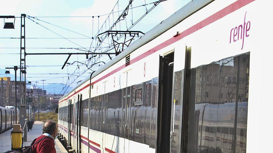 Los retrasos y las cancelaciones lastran el tren de Cercanías entre Alicante y Murcia