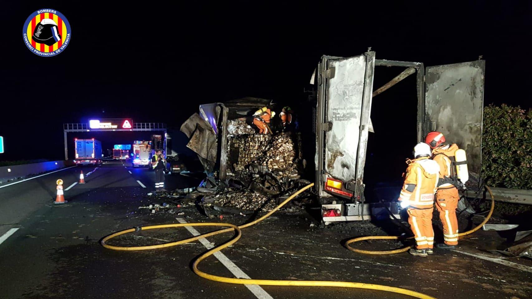 Incendio de un camión en la A-7 a la altura de Godella
