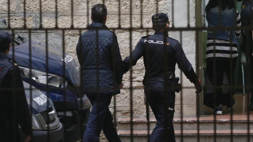 El fiscal pide prisión sin fianza para el yerno del expresidente de la CAM