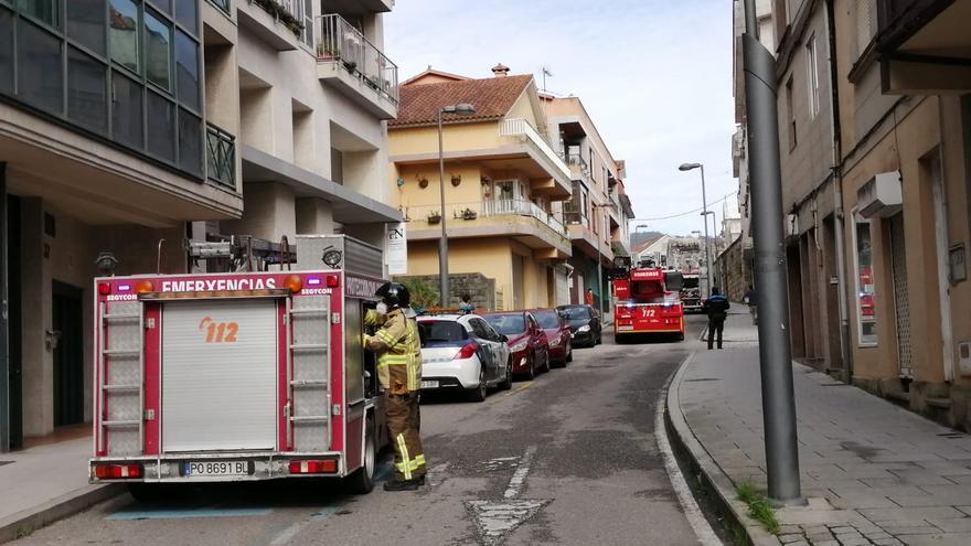 Los bomberos acuden a sendos incendios en viviendas en Cangas y Moaña