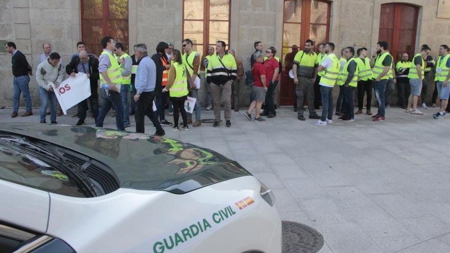 Pleno bronco en Poio por las protestas de los trabajadores de Ence