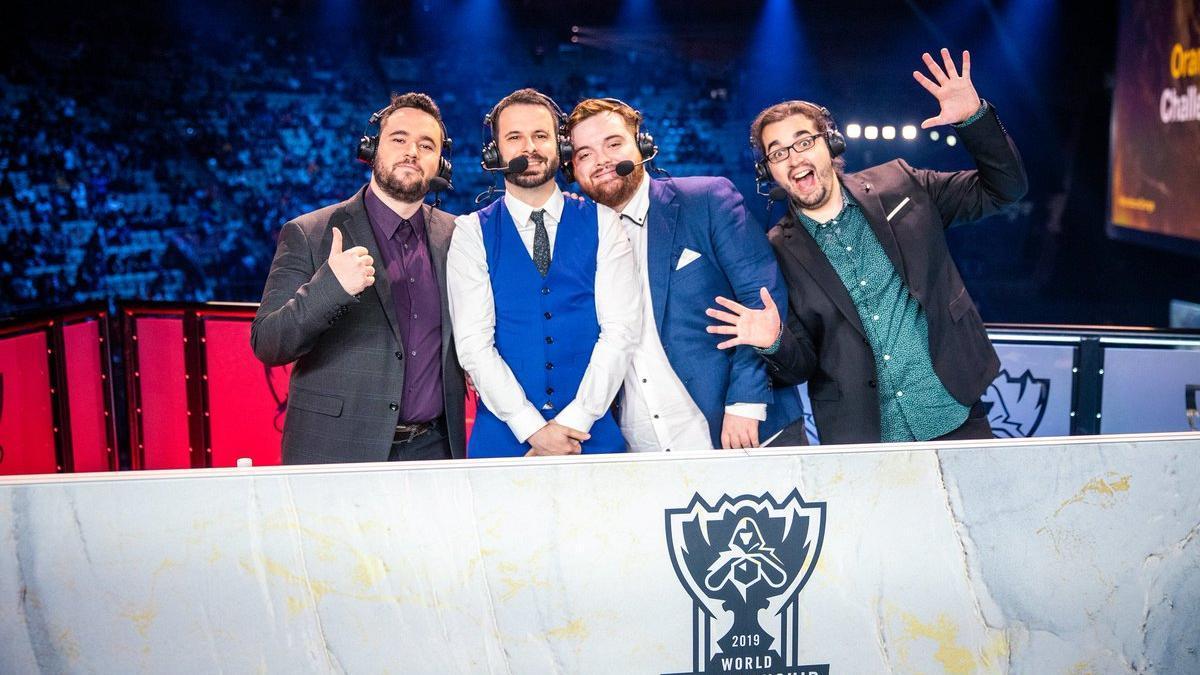 Cabramaravilla (der.) junto a Ibai Llanos, retransmitiendo los Mundiales de League of Legends celebrados en Madrid en 2019