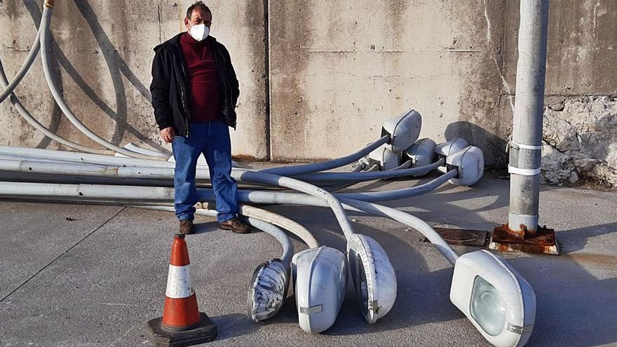 Seis torretas de luces led recuperarán el alumbrado del puerto pesquero de Llanes