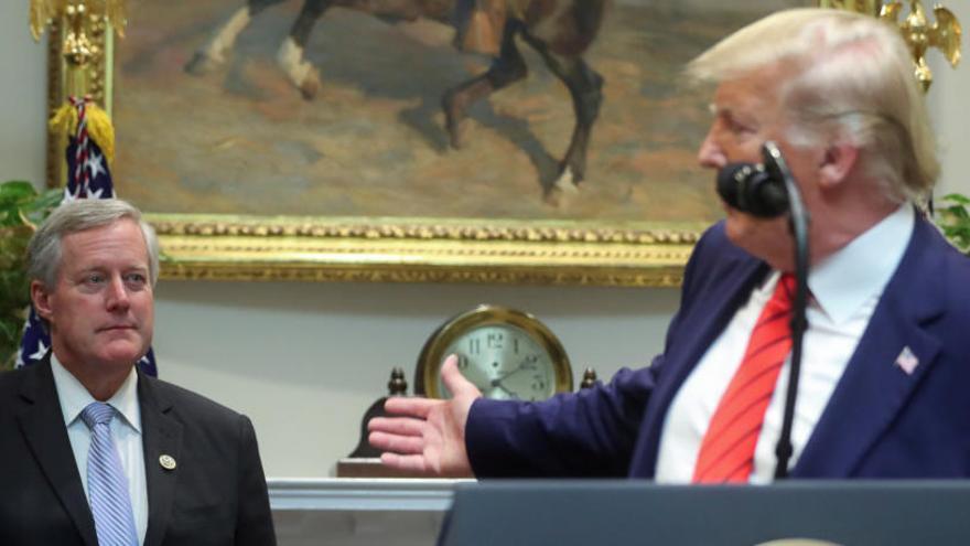 Trump cesa a su jefe de gabinete por el 'impeachment'