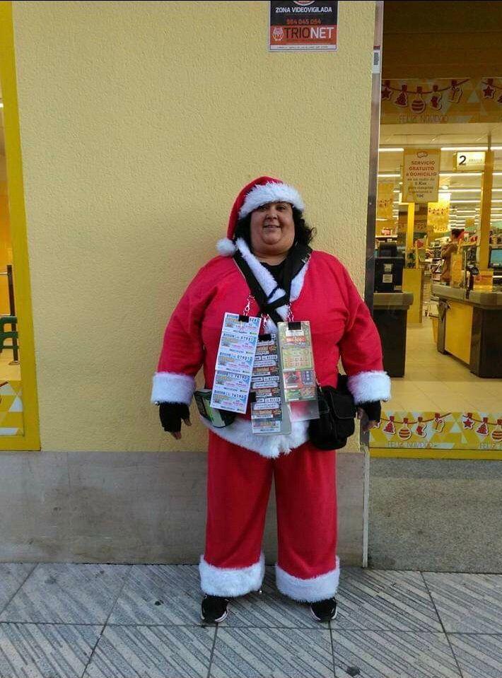 Inmaculada Ruiz, vestida de Papá Noel.