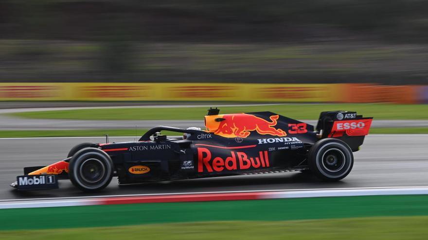 Verstappen también domina el segundo libre; Sainz no puede y acaba decimocuarto