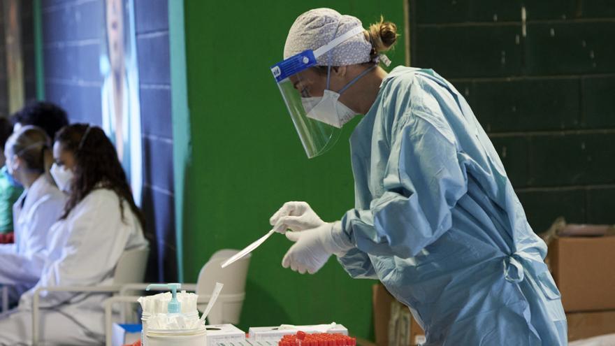 Andalucía registra 362 contagios de covid y su tasa baja a 57,2 durante el fin de semana