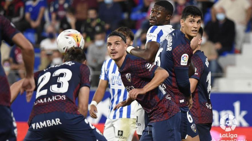 Puntazo en El Alcoraz para un buen Málaga CF (0-0)