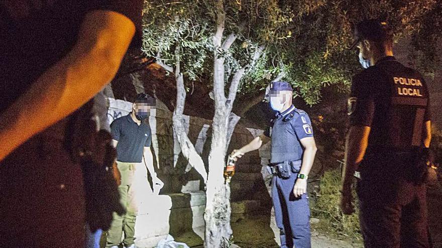 Vecinos de Santa Cruz exigen a Barcala vigilancia antibotellón en la plaza del Puente y en el Portón