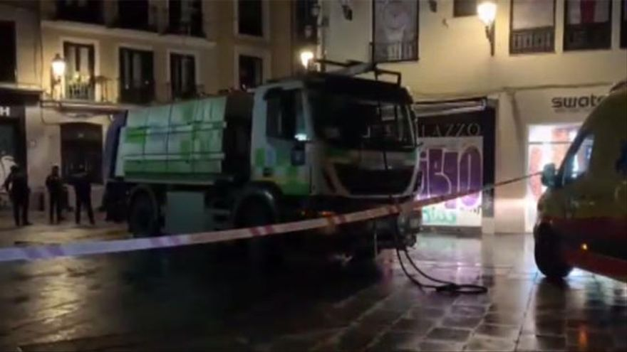 Muere un hombre al ser atropellado por un camión de la limpieza en el centro de Madrid