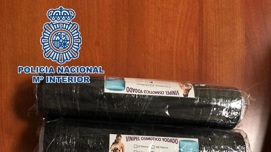 Detenido en el aeropuerto con 3,5 kilos de cocaína oculta en seis cilindros dentro del equipaje