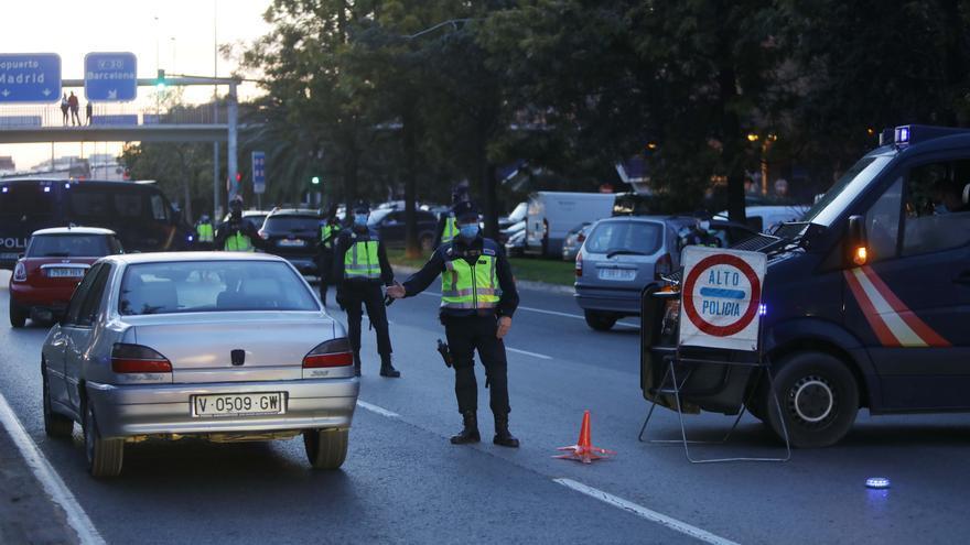 Policia Nacional identifica a 5.675 personas y sanciona a 839 en el dispositivo especial de Fallas