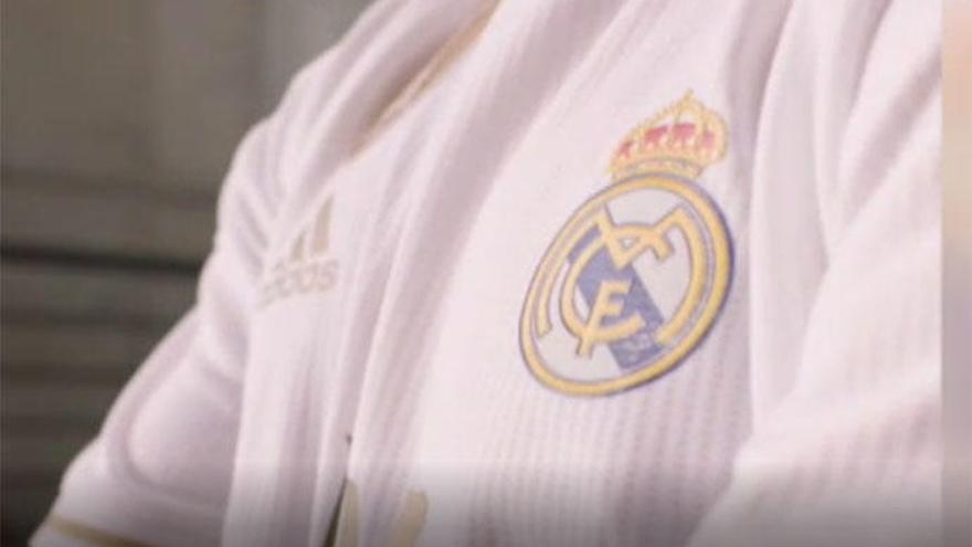 """El Real Madrid presenta su nueva camiseta """"minimalista"""" para la temporada 2019-20"""