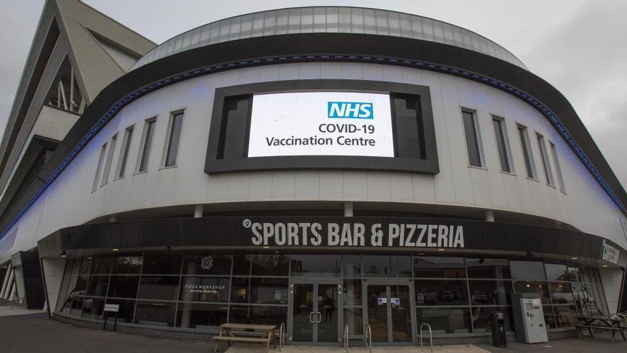 Abren siete grandes centros para la vacunación masiva en Reino Unido