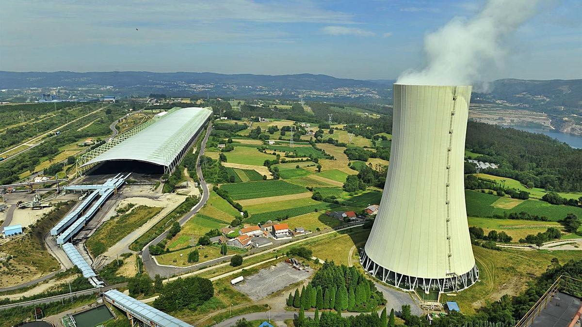 Vista aérea de la central térmica de Meirama, ya cerrada.