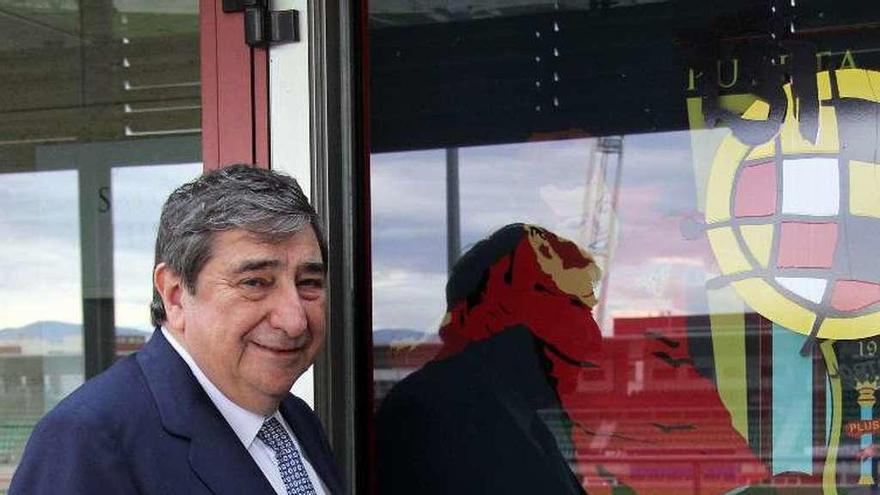 Lendoiro pide a Tino Fernández que adelante las elecciones al próximo junio