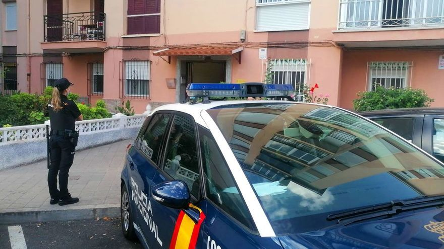 La Policía rescata a una víctima de violencia de género colgada del cuello con una cortina en Alicante