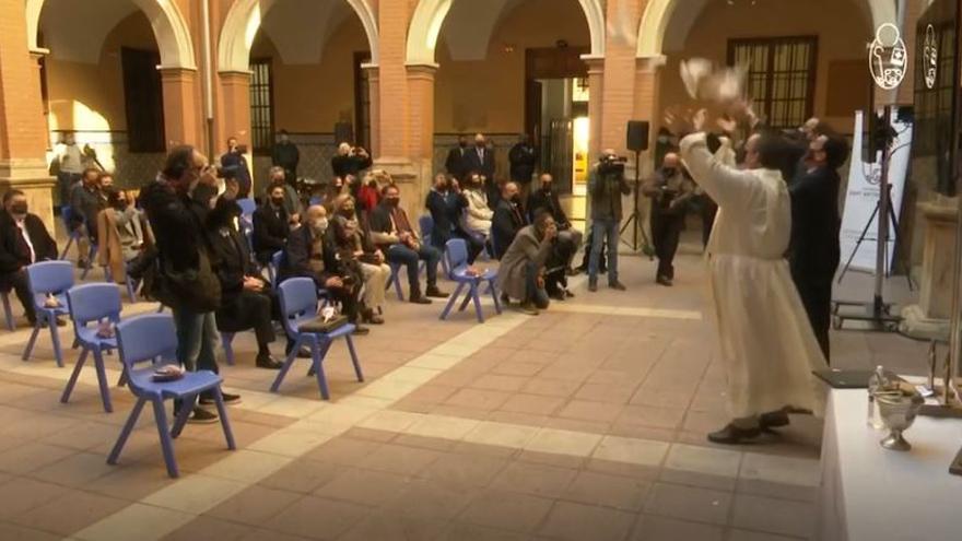 Una paloma muere en la bendición de San Antonio Abad en València