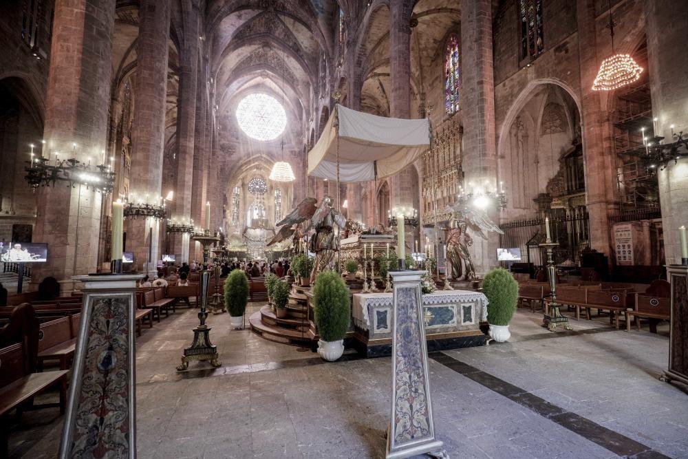 Las iglesias de Ciutat exponen sus 'llits de la Mare de Déu Dormida'