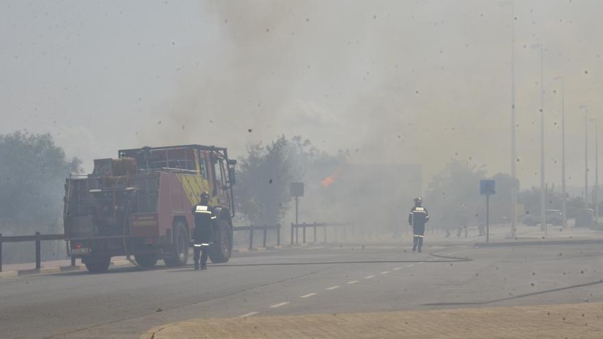 Alarma por un incendio junto  al polideportivo de Moncofa