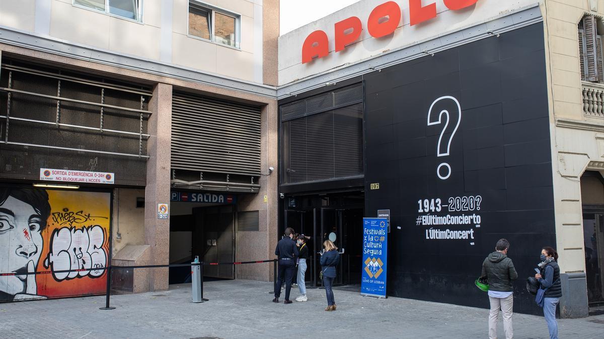 Puerta de la sala Apolo, en Barcelona (España), a 27 de marzo de 2021.