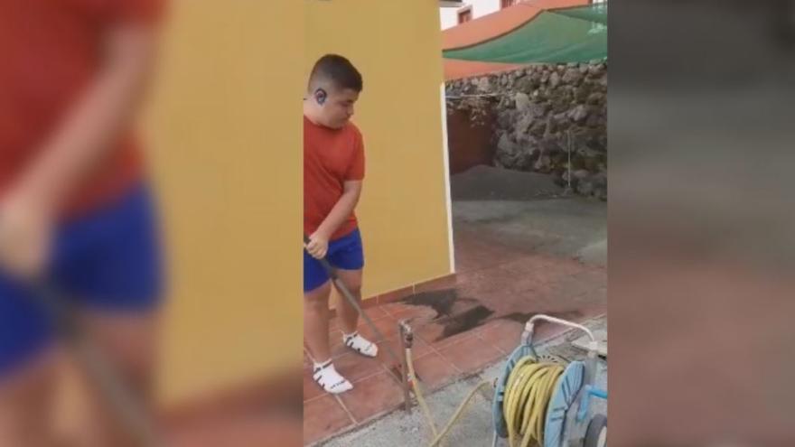 """El testimonio de un avilesino en La Palma: """"Baja la lava cerca y hay mucha ceniza"""""""