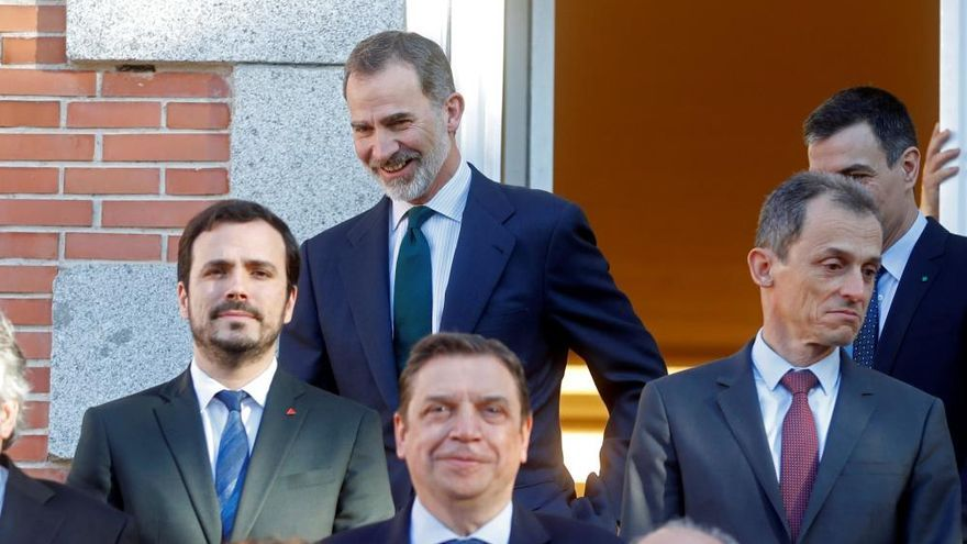 El Rey preside su primer Consejo de Ministros de coalición