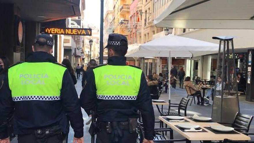 Sancionan a cuatro establecimientos hosteleros del Casco Antiguo de Alicante por incumplir las medidas anticovid