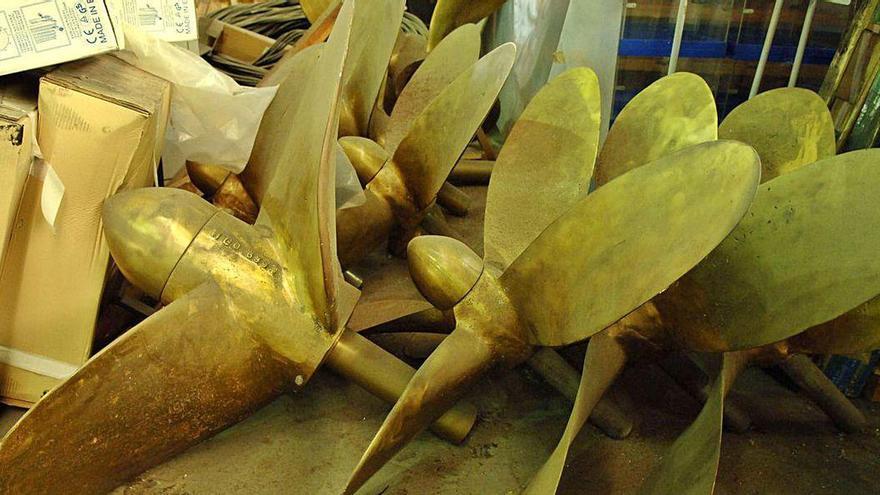 Roban del almacén de Agrela hélices adquiridas en 2002 para el paseo marítimo que nunca se instalaron