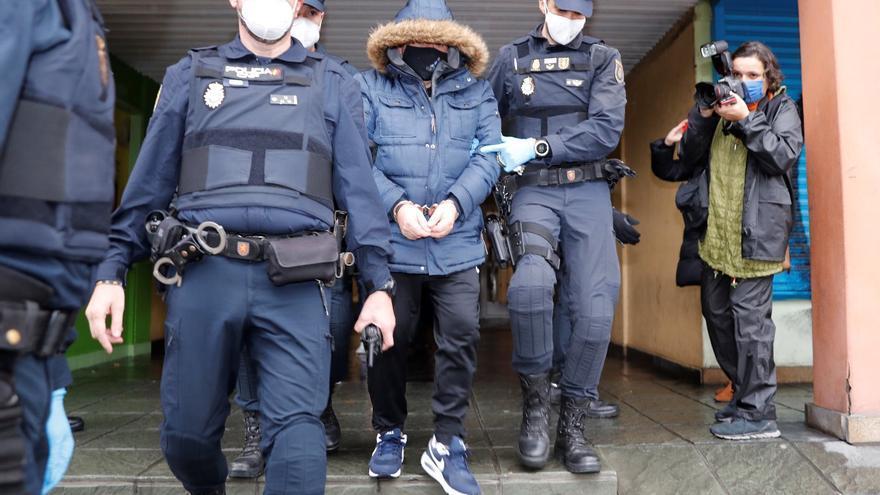 """Vecinos de Travesía de Vigo instalaron cámaras hartos del trapicheo en sus edificios: """"Venden droga en los portales y hasta delante de niños"""""""