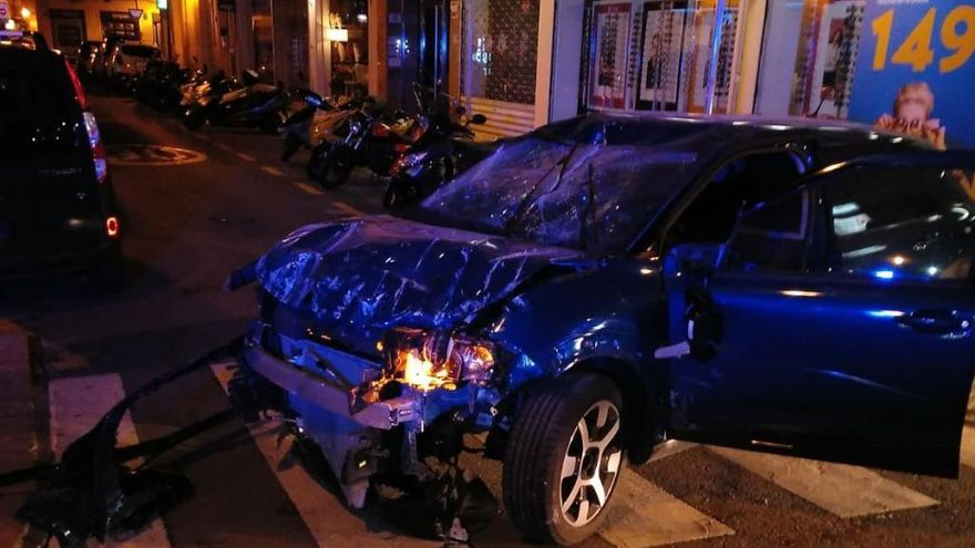 Betrunkener Fahrer rast mit Pkw in Bankfiliale in Palma