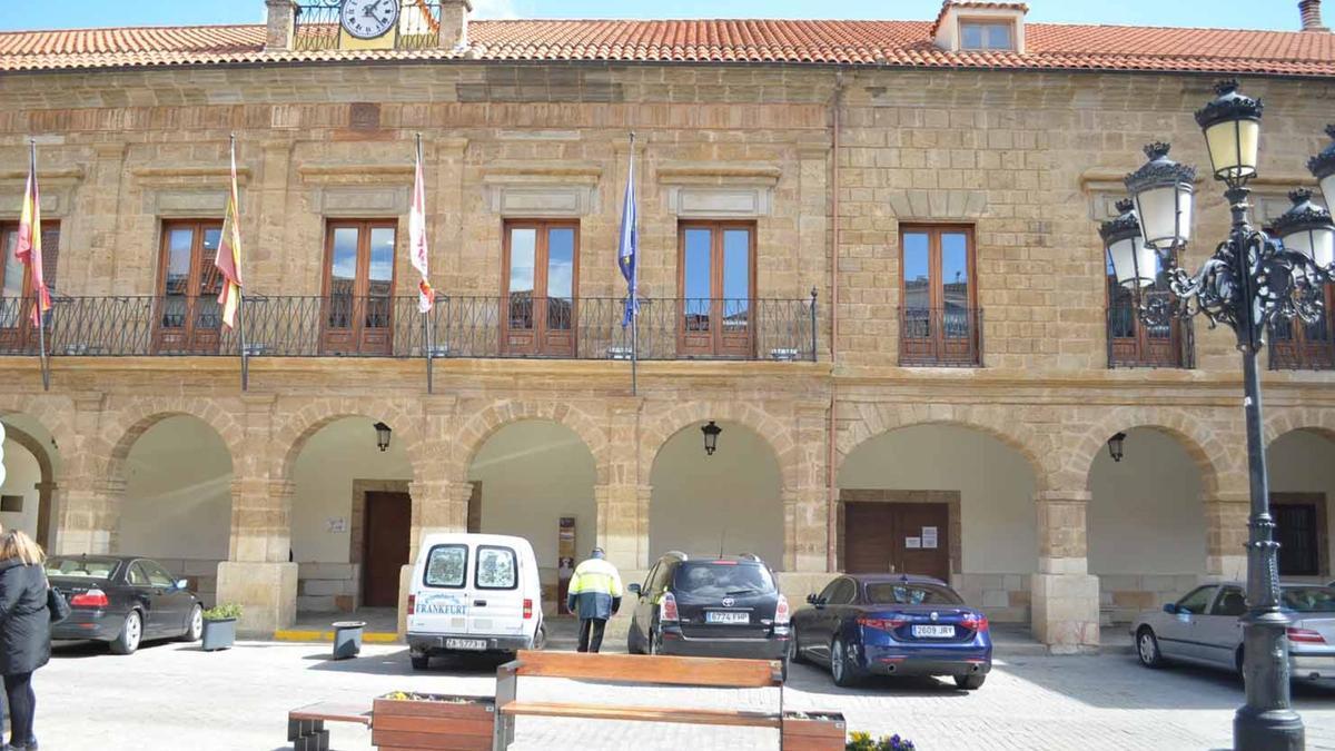 Ayuntamiento de la Plaza Mayor de Benavente. / E. P.