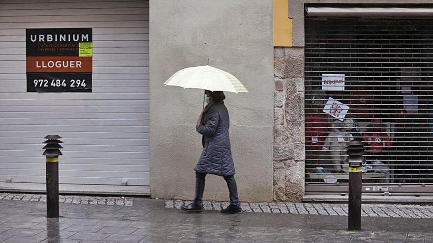 Botigues tancades i comerciants indignats en l'inici de les rebaixes