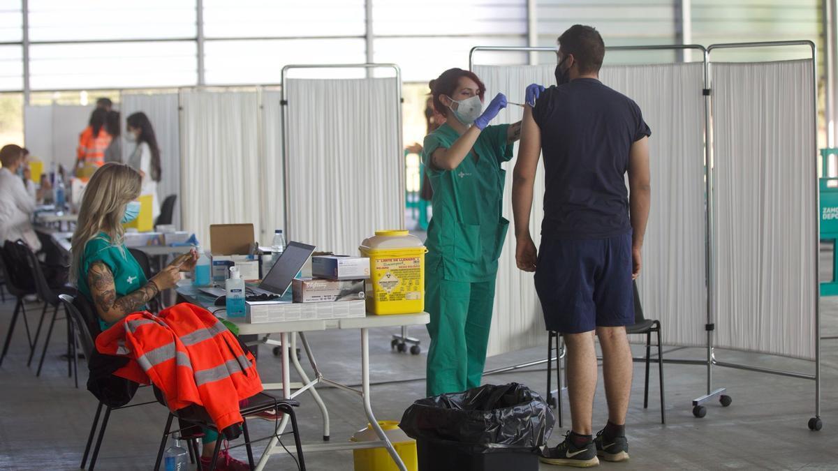 Vacunas en Ifeza para veinteañeros.