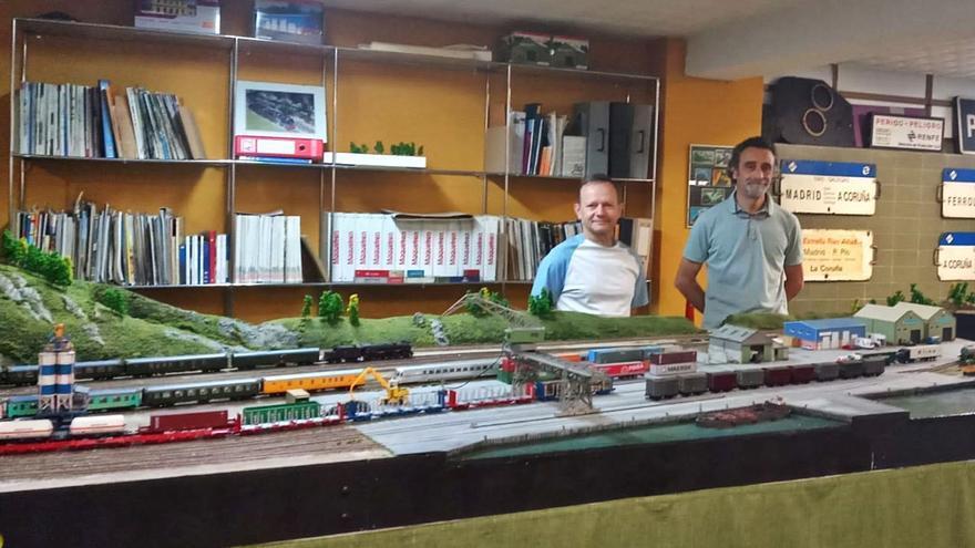 El ingeniero apasionado por los trenes en miniatura