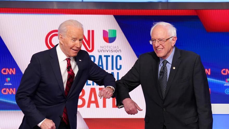 Biden y Sanders muestran sus diferencias en la gestión del coronavirus