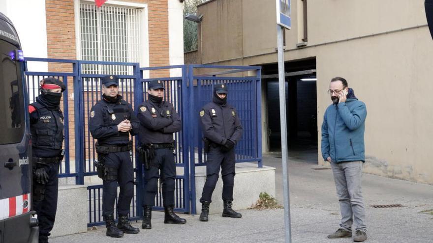 Detenen els alcaldes de Verges i Celrà i nou persones més per desordres públics