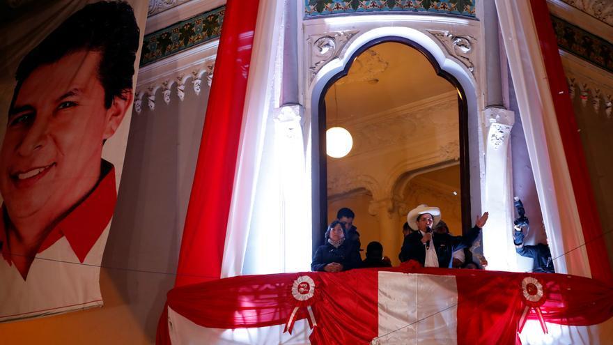Pedro Castillo, oficialmente proclamado presidente electo de Perú