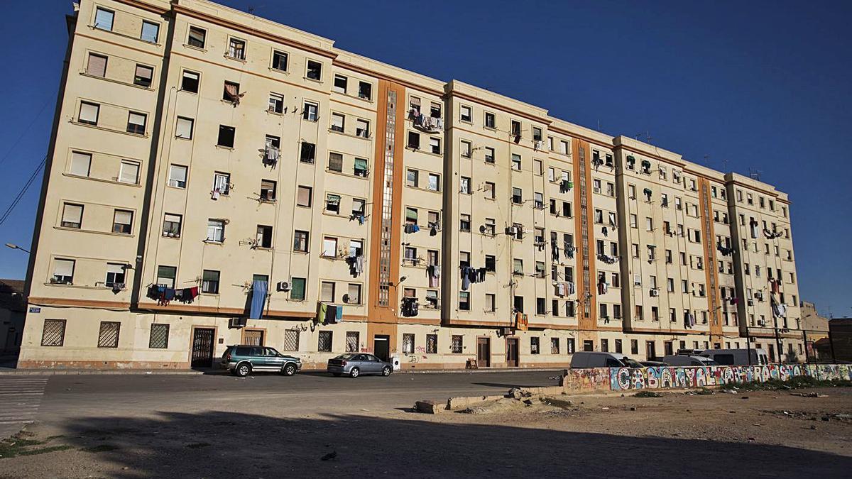 Los bloques portuarios, ubicados entre Doctor Lluch y la plaza Hombres del Mar. | G. CABALLERO