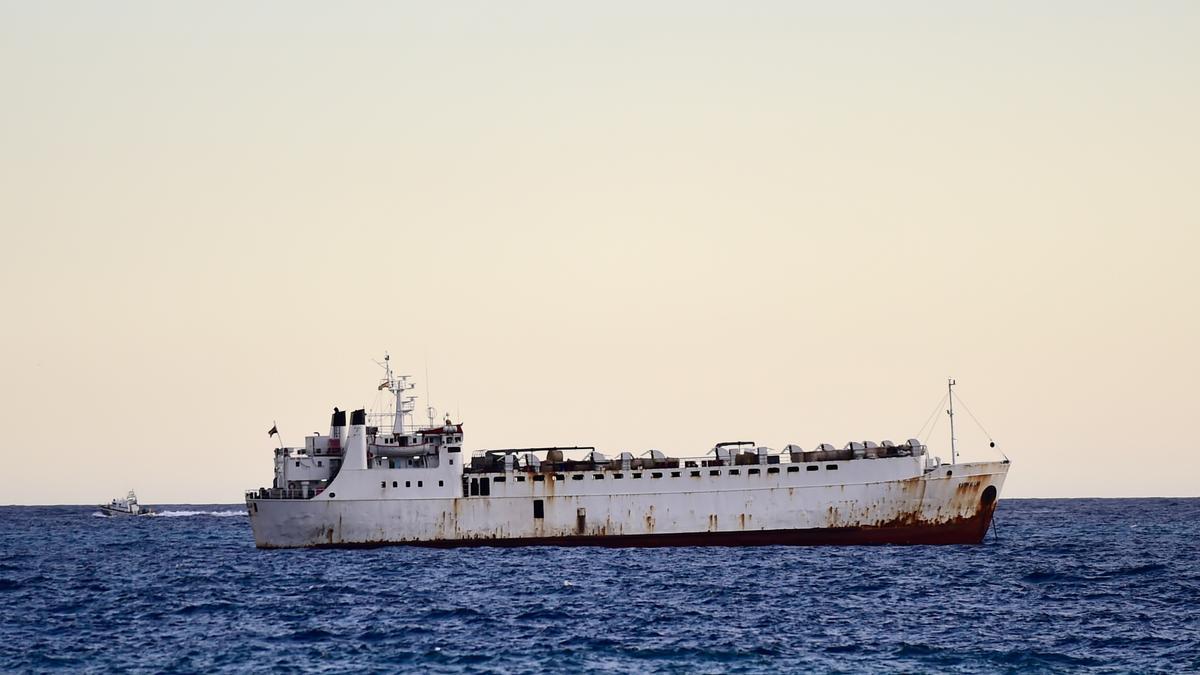 El barco Kharim Allha, con ganado bovino, en aguas de Cartagena