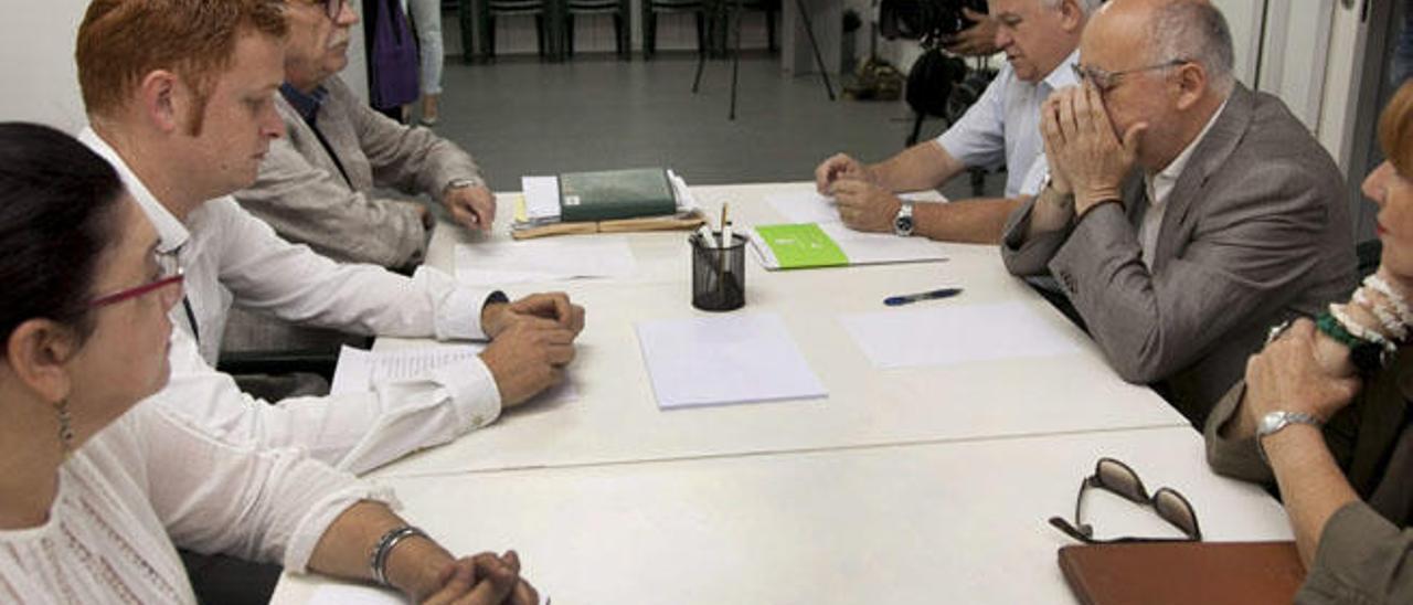 Podemos mantiene el veto a CC en el Cabildo y se aleja del pacto de gobierno