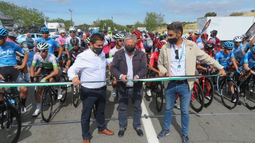 Monesterio acoge la salida de la Vuelta Ciclista a Extremadura