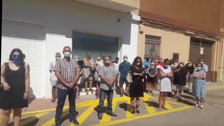 Cabanes guarda silencio en memoria de las víctimas del parricidio de la Ribera