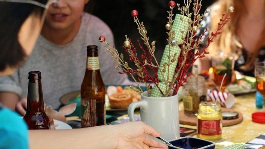 Denunciada una joven de la Vall d'Uixò por irse a comer con amigas tras dar positivo por covid