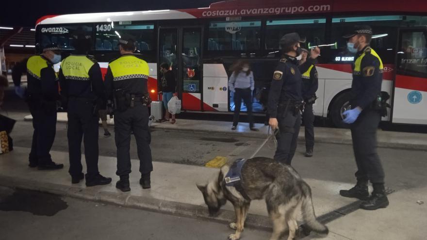 La Policía Local disuelve trece fiestas y tres botellones la noche de Halloween en Alicante